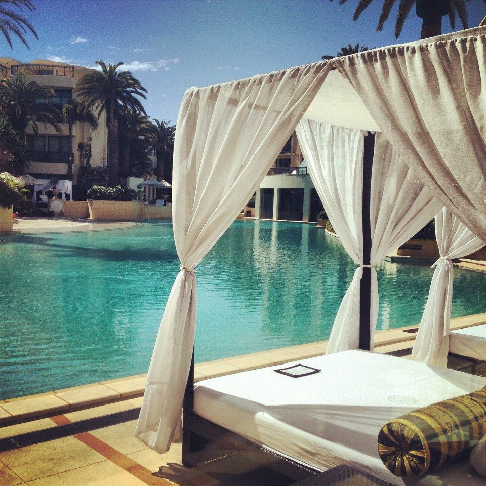 Palazzo Versace's Twilight Cabana Package Sets A Seductive